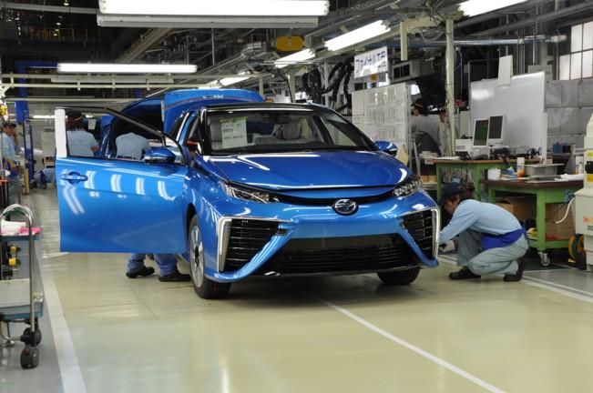 Готовые автомобили проходят контроль качества