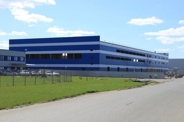 Завершены поставки металлоконструкций для здания склада.