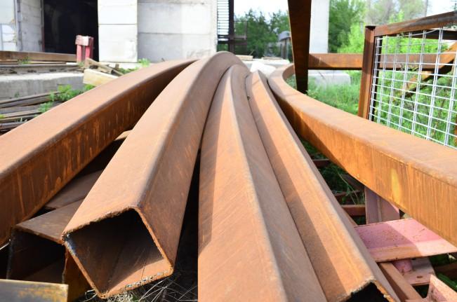Гнутые профильные трубы сечением 200 х 200 х 8 мм