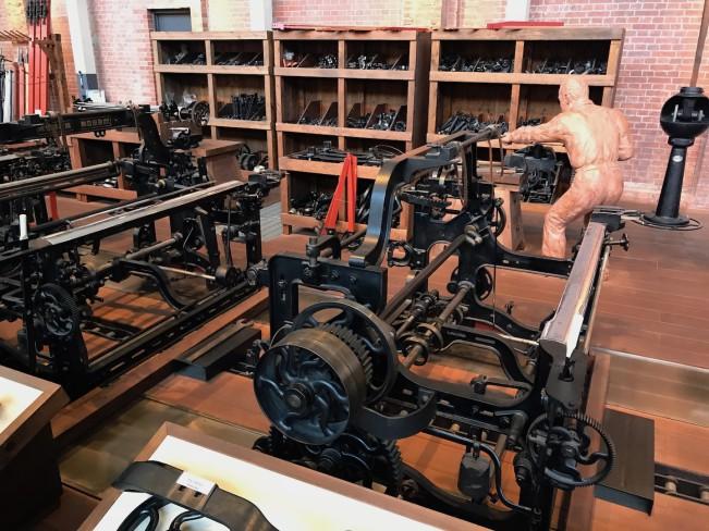 Выставочный зал ткацкого производства